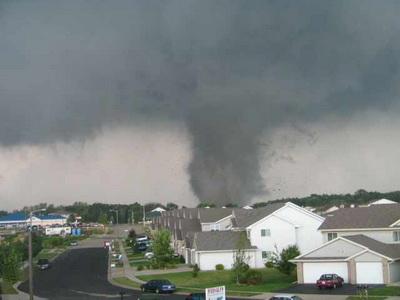 2016-05-18_ynet_stoughton_tornado_wikimedia_w